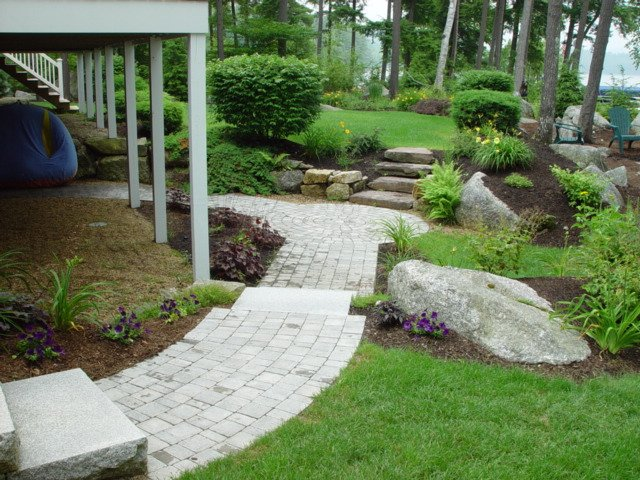 lakes_region_landscaping_walkway_1_1-min